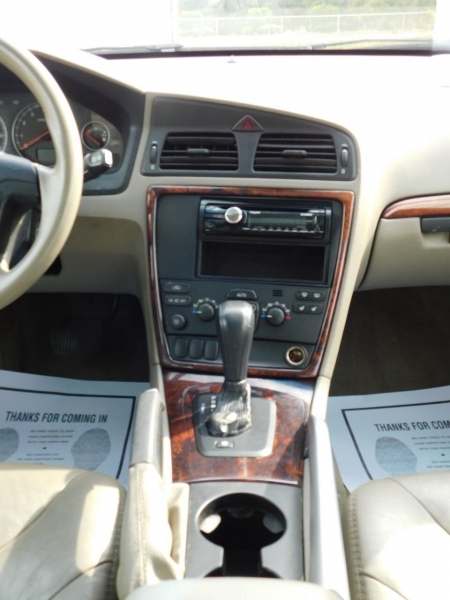 Volvo XC70 2006 price $3,990