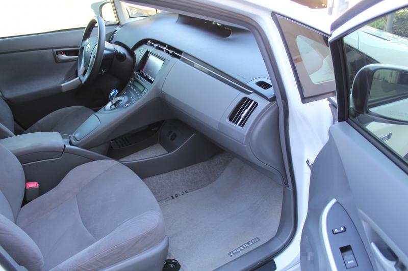 Toyota Prius 2011 price $7,495
