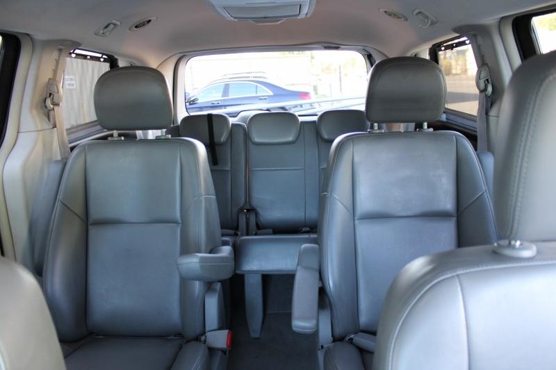 Volkswagen Routan 2010 price $7,495