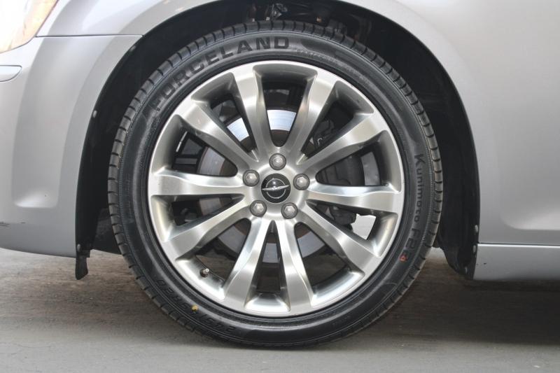 Chrysler 300 S HEMI 2014 price $19,995