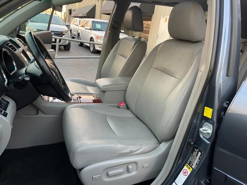 Toyota Highlander Hybrid 2011 price $14,500