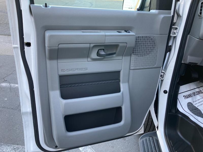 Ford Econoline Wagon 2011 price $9,995