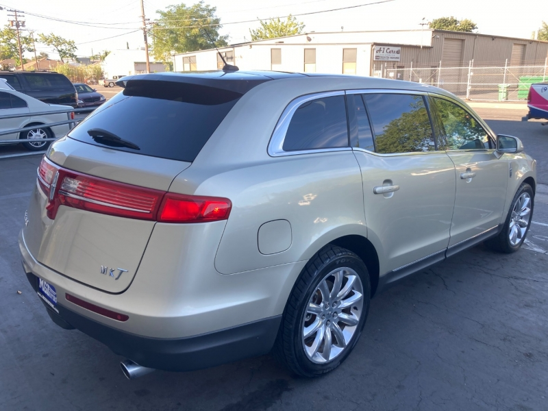 Lincoln MKT 2010 price $11,995