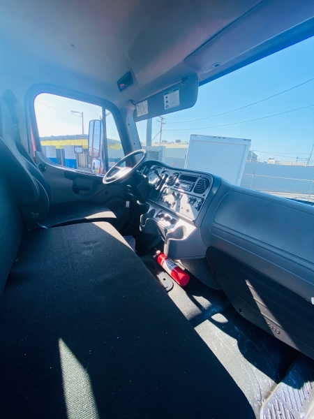 Freightliner M2 106 2014 price $29,500