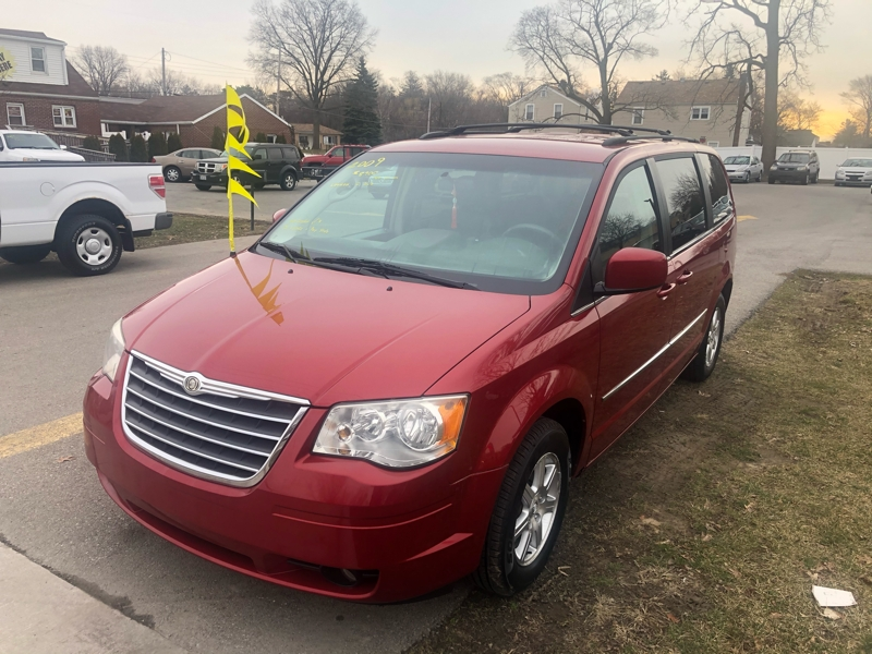 Chrysler Town & Country 2009 price $8,900