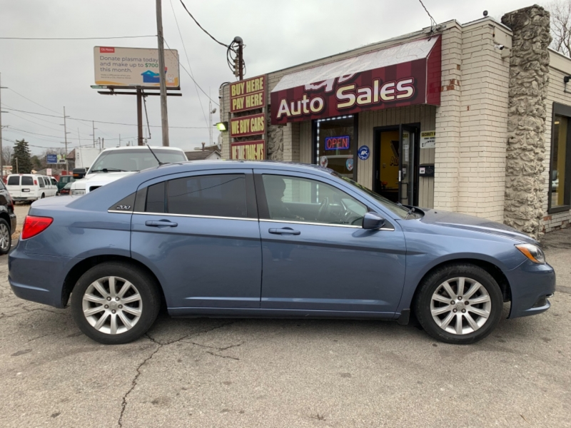 Chrysler 200 2011 price $5,900