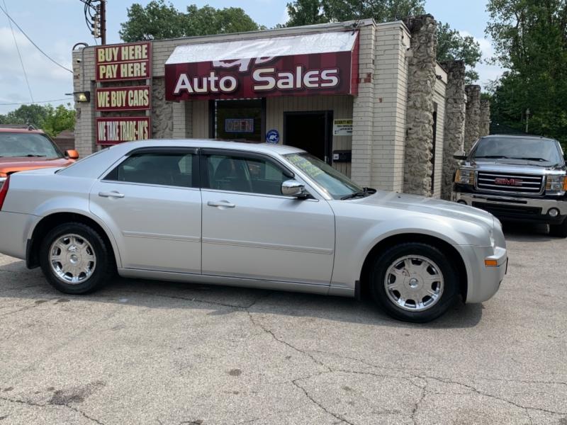 Chrysler 300 2005 price $10,900