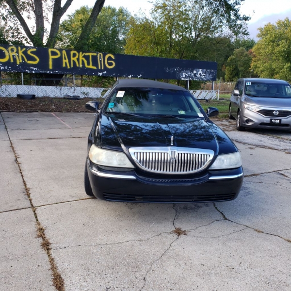 LINCOLN TOWN CAR 2006 price $5,000