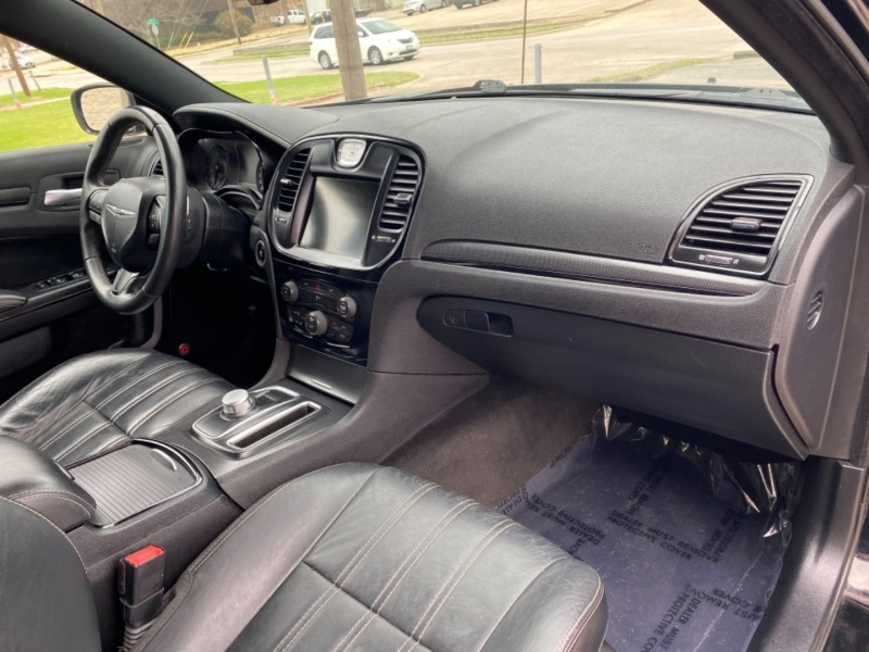 Chrysler 300-Series 2015 price $15,999