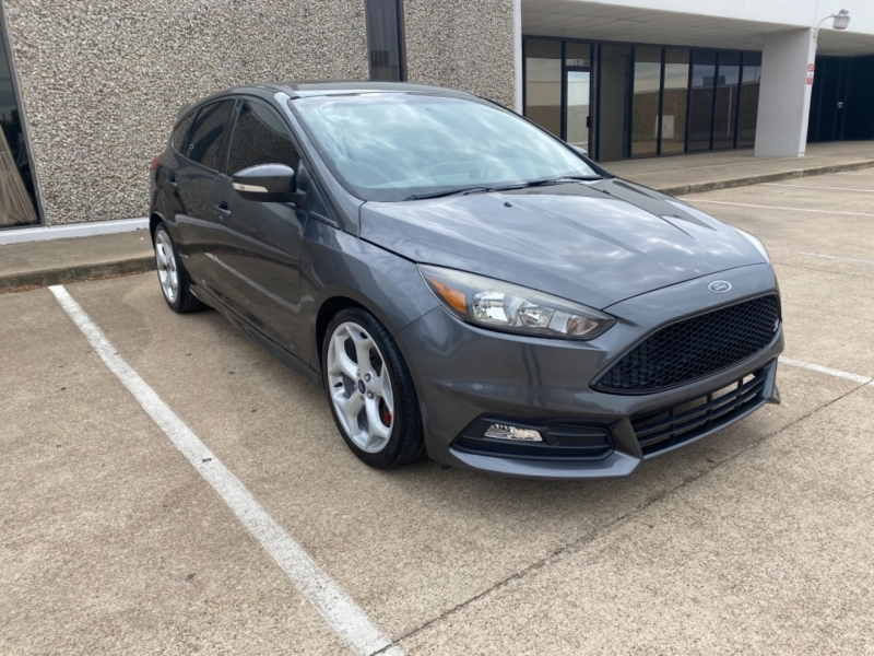 Ford Focus 2016 price $17,999
