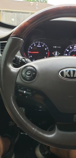 Kia K900 2015 price $18,999