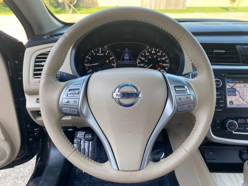 Nissan Altima 2017 price $15,999
