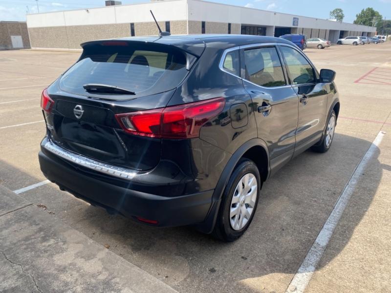 Nissan Rogue Sport 2019 price $18,999