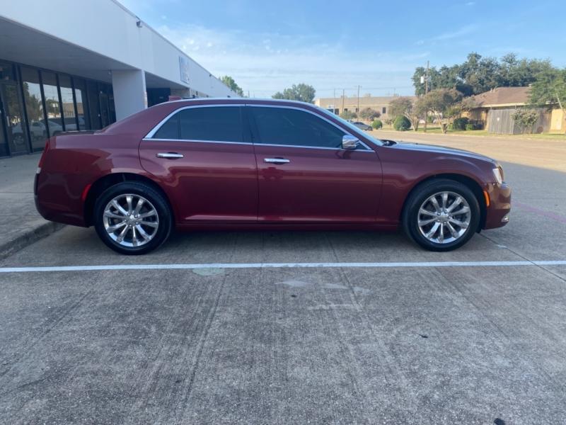 Chrysler 300 2019 price $22,999