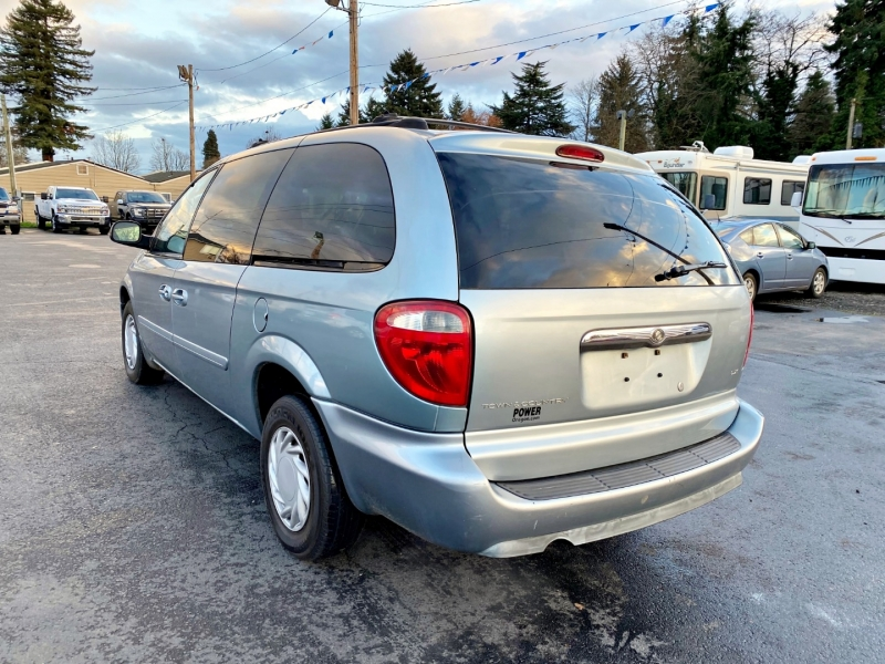 Chrysler TOWN & COUNTRY 2005 price $2,199