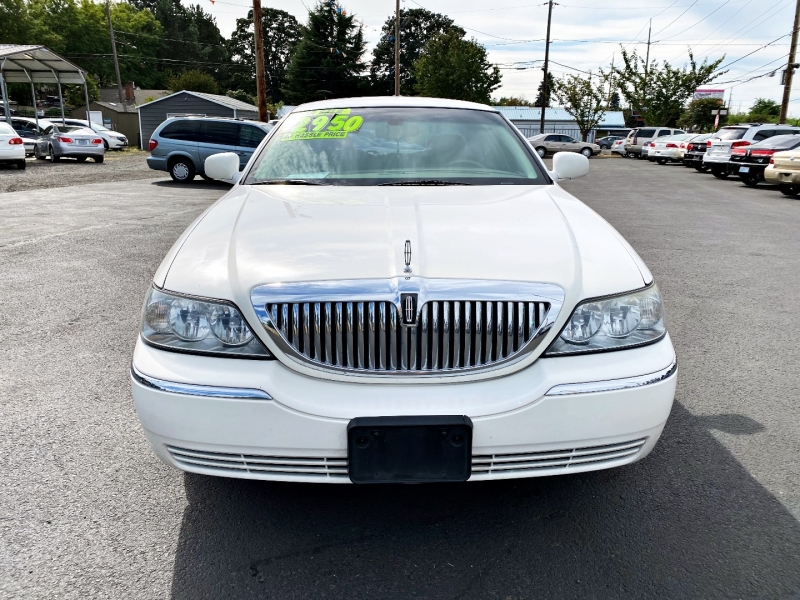 Lincoln Town Car 2003 price $2,950
