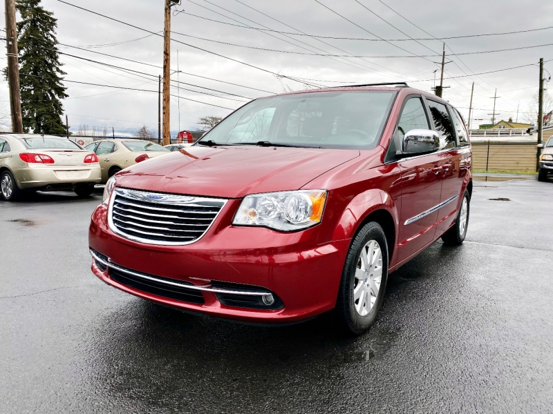 Chrysler Town & Country 2011 price $7,999