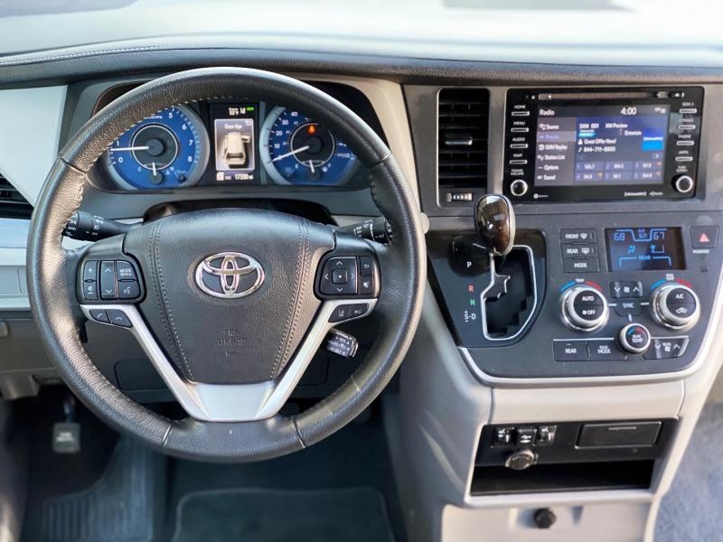 Toyota Sienna 2020 price $33,995
