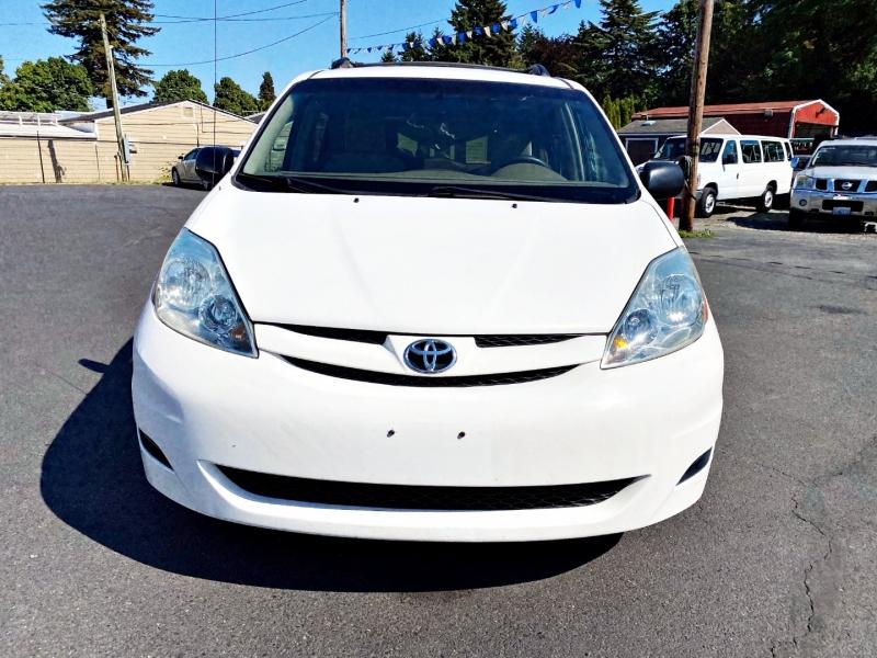 Toyota Sienna 2006 price $4,795