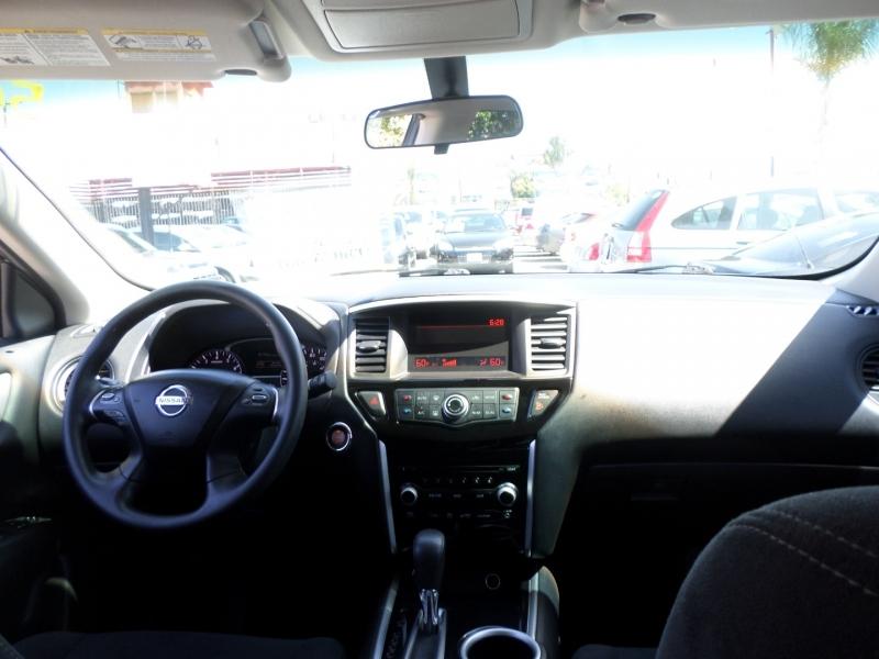 Nissan Pathfinder 2013 price $12,950