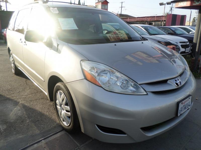 Toyota Sienna 2007 price $8,950