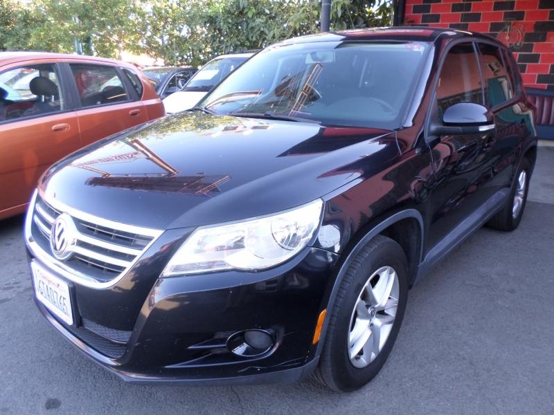 Volkswagen Tiguan 2011 price $10,950