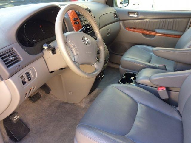 Toyota Sienna 2006 price $6,495