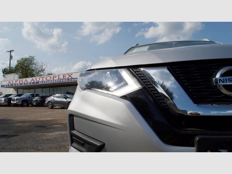 Nissan Rogue 2017 price $18,995