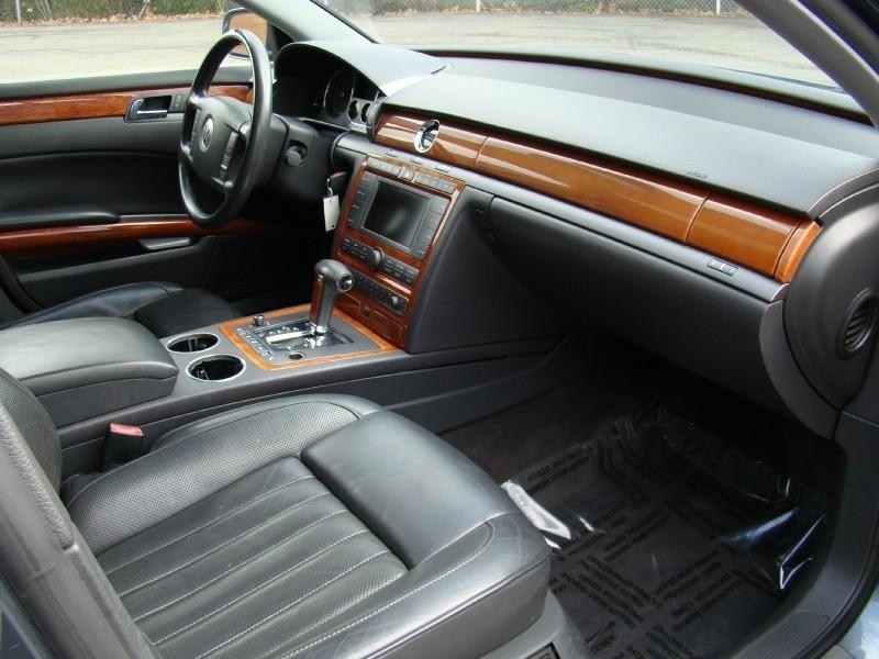 Volkswagen Phaeton 2004 price $4,995