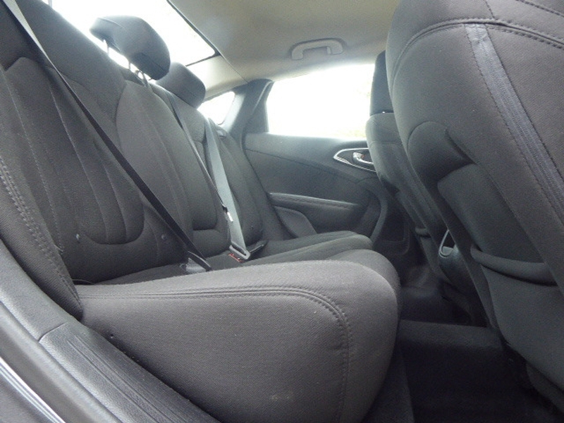 Chrysler 200 2015 price $14,873