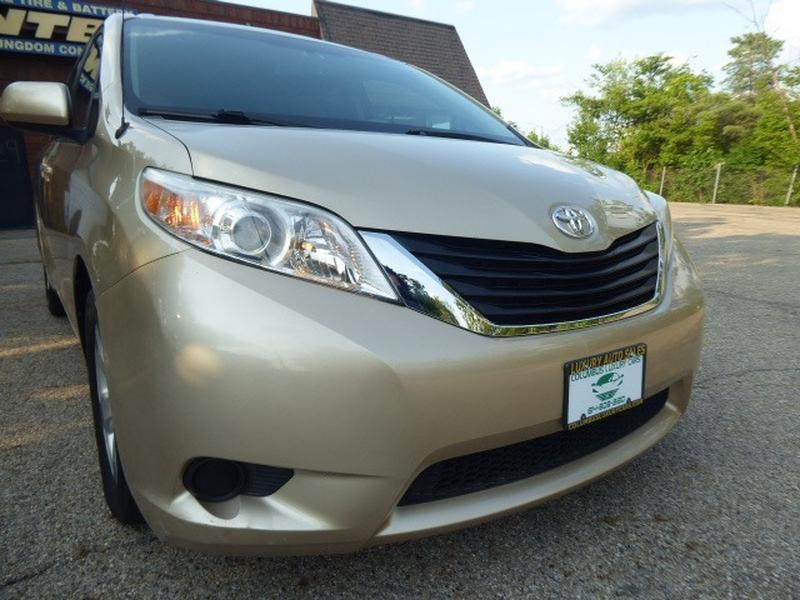 Toyota Sienna 2013 price $11,723