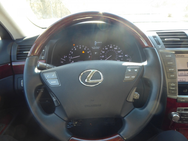 Lexus LS 460 2012 price $32,641