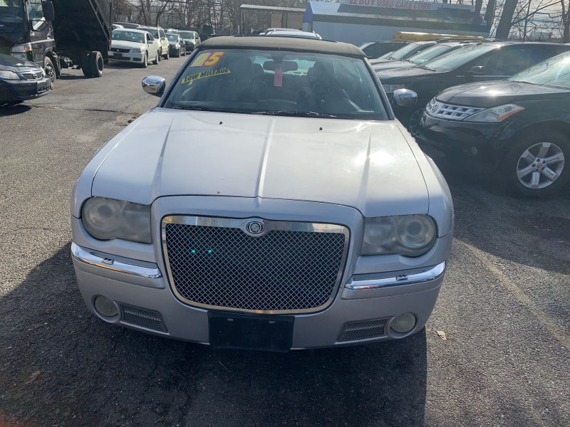 Chrysler 300 2005 price $5,499