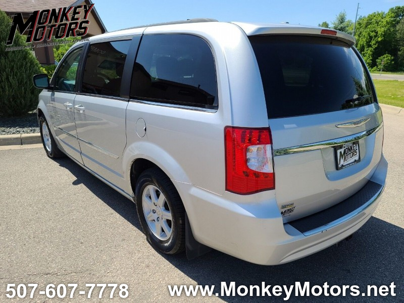 Chrysler Town and Country 2011 price $6,495