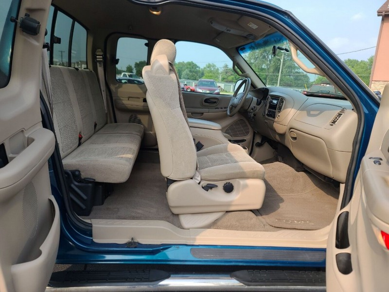 Ford F-150 2001 price $8,995