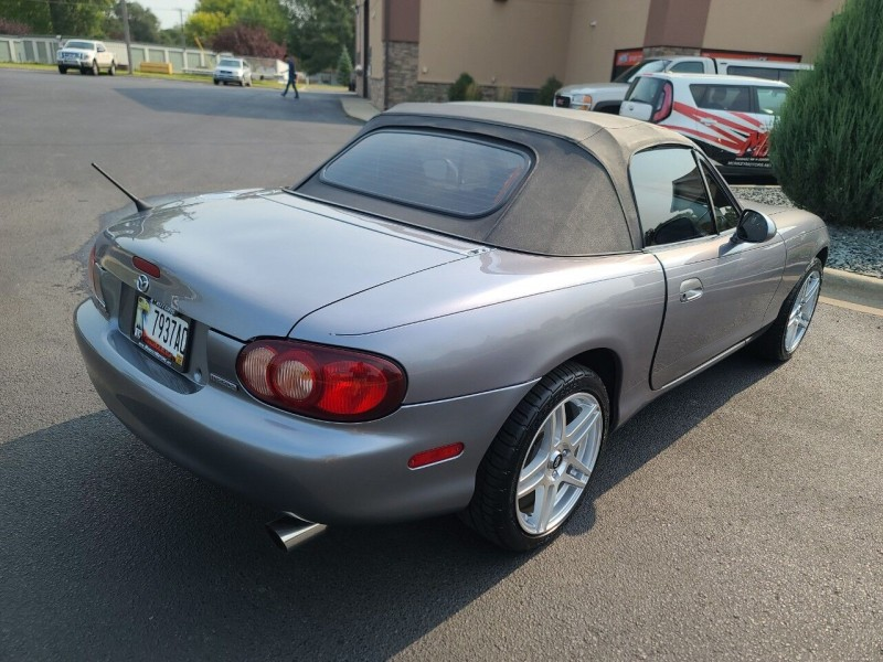 Mazda MX-5 Miata 2002 price $8,995