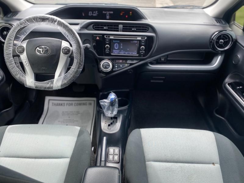 Toyota Prius c 2016 price $10,000 Cash