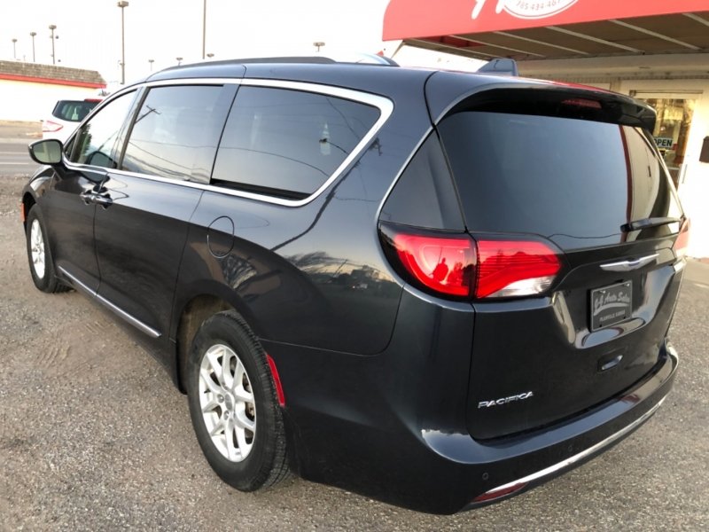 Chrysler Pacifica 2020 price $25,495