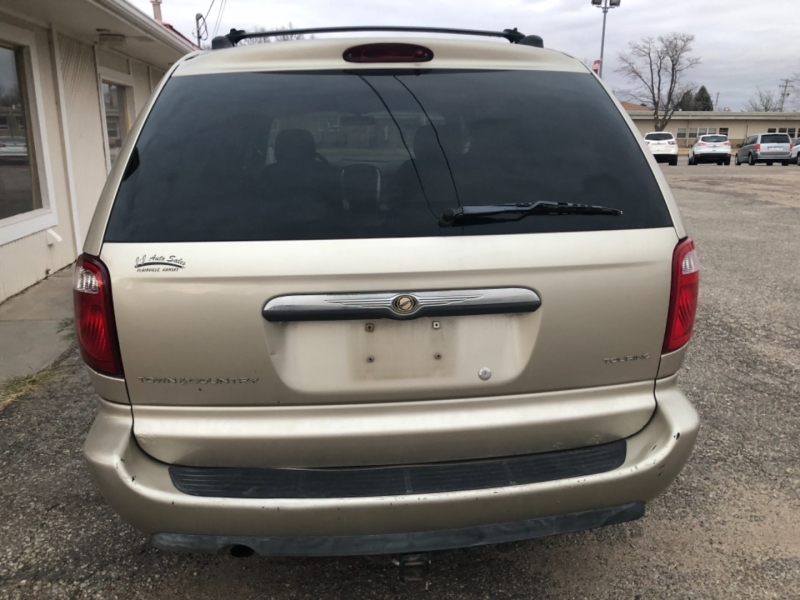 Chrysler Town & Country 2005 price $2,195