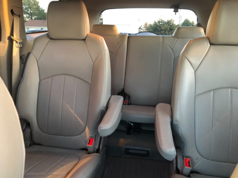Buick Enclave 2016 price $21,495