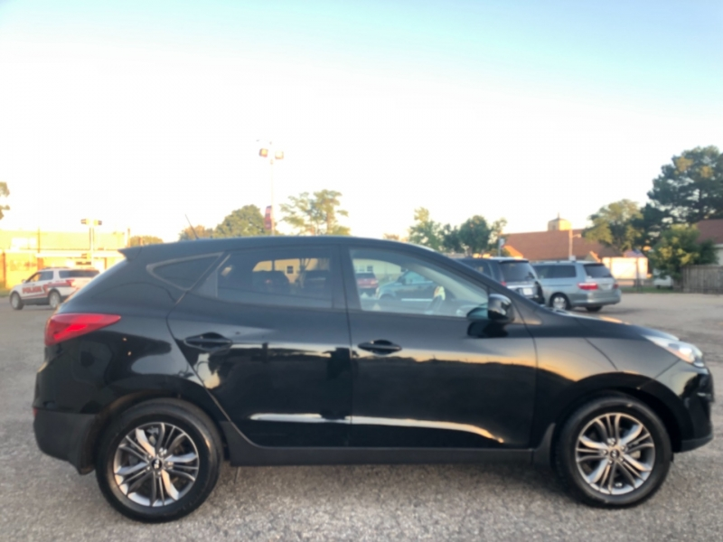 Hyundai Tucson 2015 price $17,495