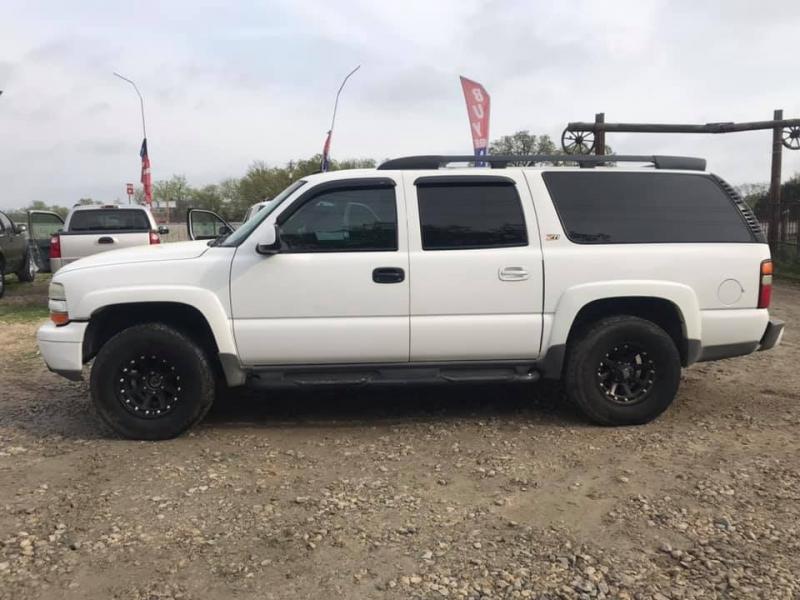 Chevrolet Suburban 2004 price $7,995