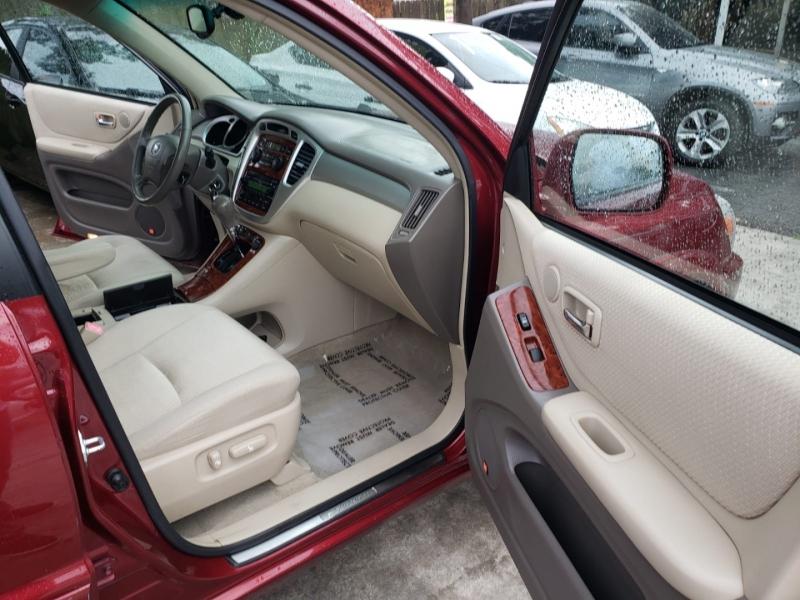 Toyota Highlander 2005 price $6,250