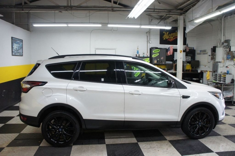 Ford Escape 2017 price $18,880