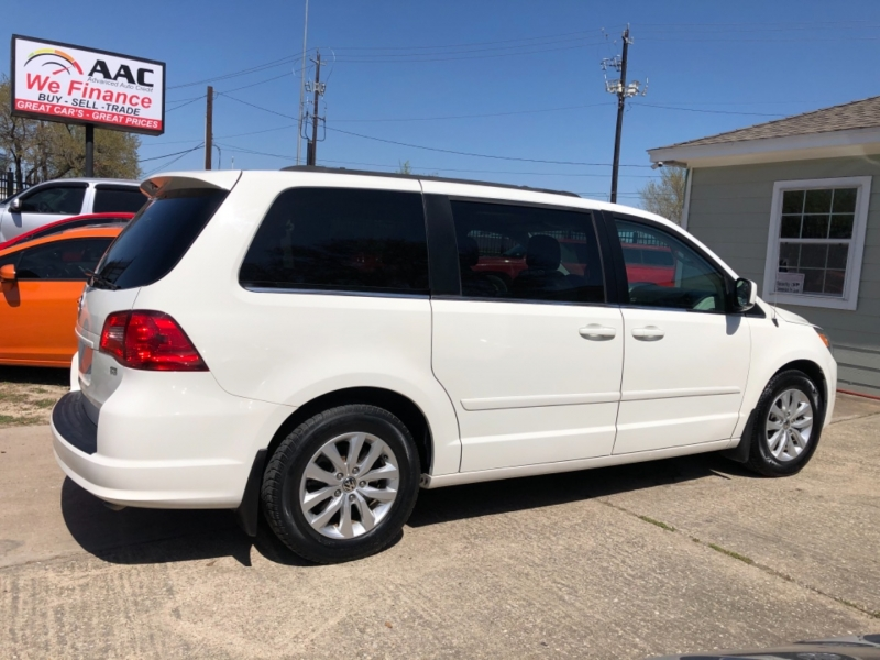 Volkswagen Routan 2012 price $9,850