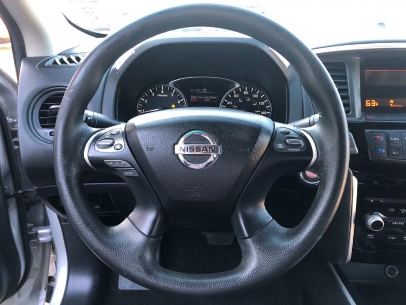Nissan Pathfinder 2016 price $8,995