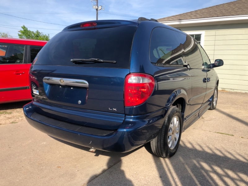 Chrysler Town & Country 2002 price $9,995