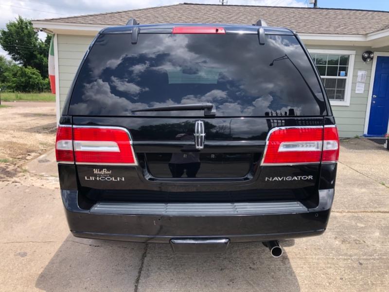 Lincoln Navigator 2011 price $18,495
