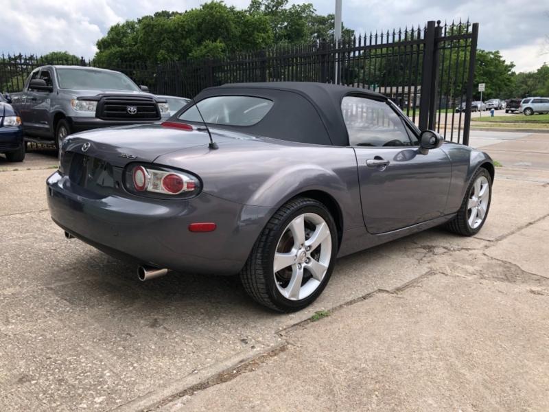 Mazda MX-5 2006 price $9,995