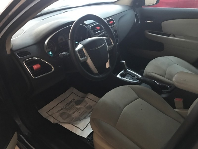 Chrysler 200 2013 price $4,500 Cash